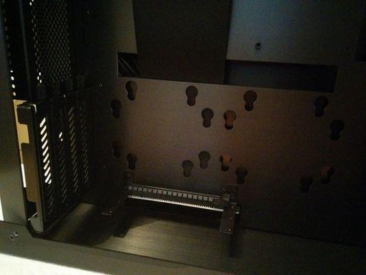 Lian-Li PC-O6S - On remarque le positionnement du riser sur cette photo