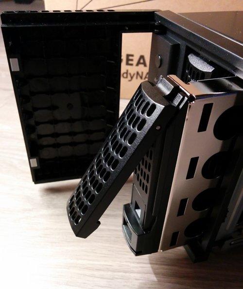 Netgear ReadyNAS 312 - Éjecter un rack